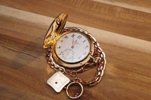 regalare orologio d'oro